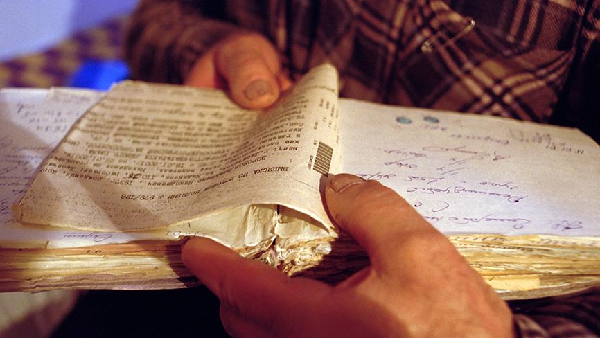 Woronow trzyma w rękach historię swojej choroby